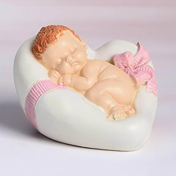 Bébé fille dans un coeur